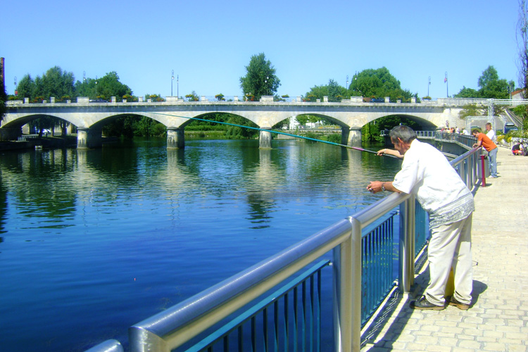 Cognac_France_fishing river