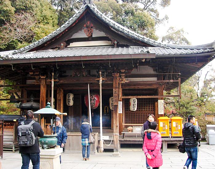 kyoto-travel-golden-temple-pavilion-kinkakuji-fudo-hall-bells