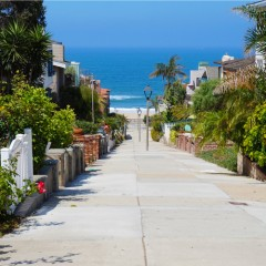 manhattan beach walking street ocean view
