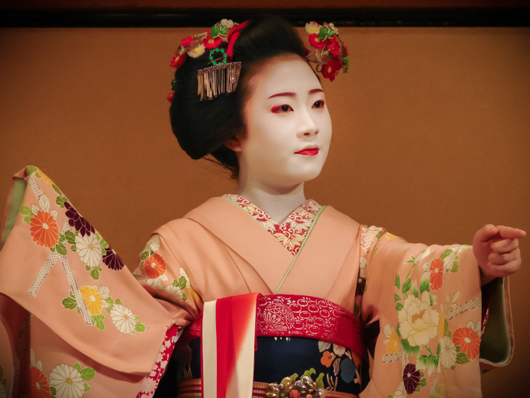 geisha_performance_kyoto