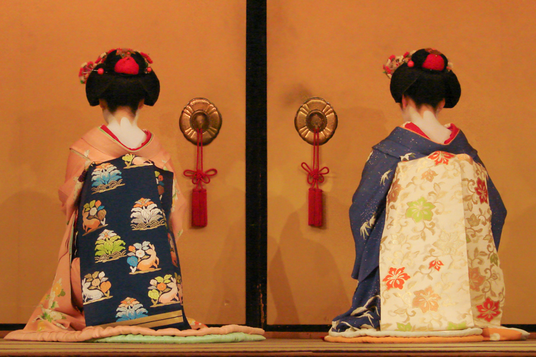 kyomai kyoto dance by geisha and maiko sitting