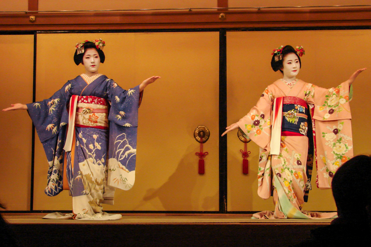 kyomai kyoto dance by geisha and maiko