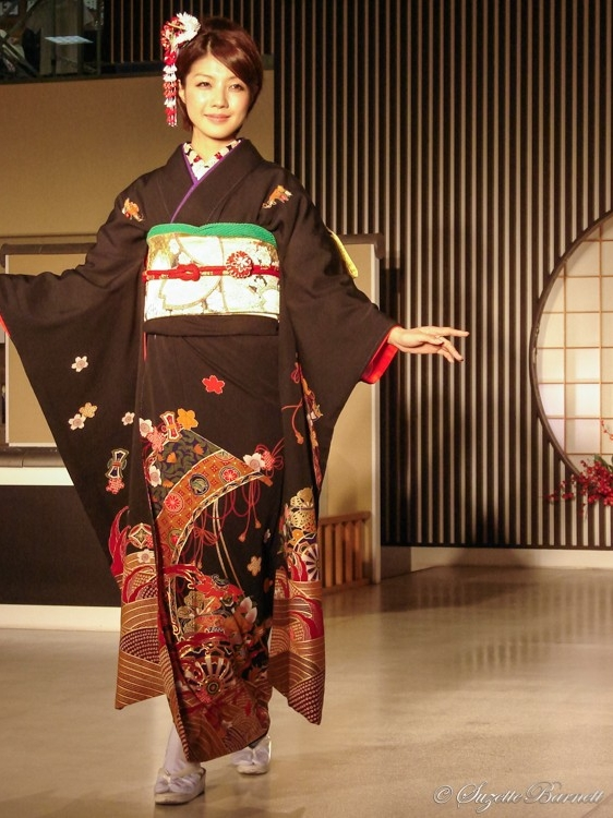 black red and gold kimono fashion
