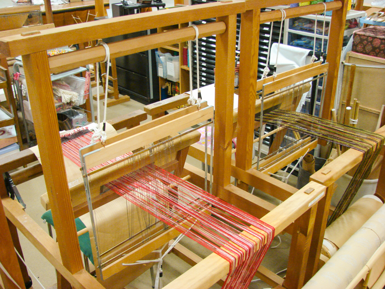 weaving loom for public use