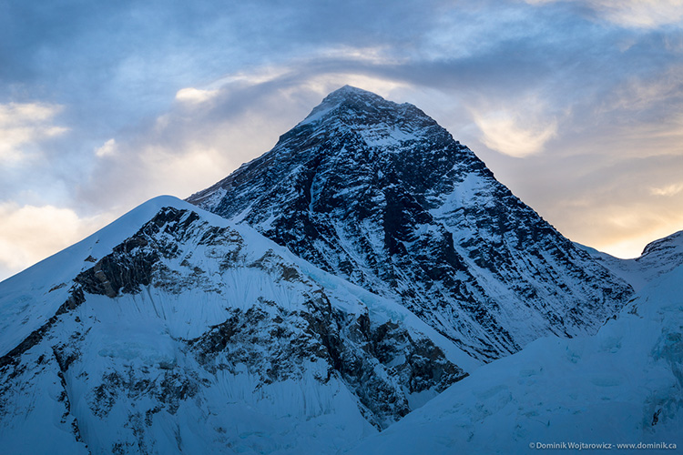 mount everest in the morning