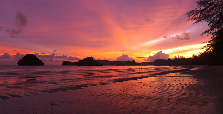 AoNang_beach_Thailand_sunset